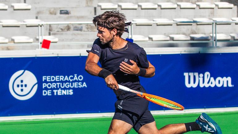 """Gastão Elias supera Istomin a caminho dos """"quartos"""" do Porto Open"""
